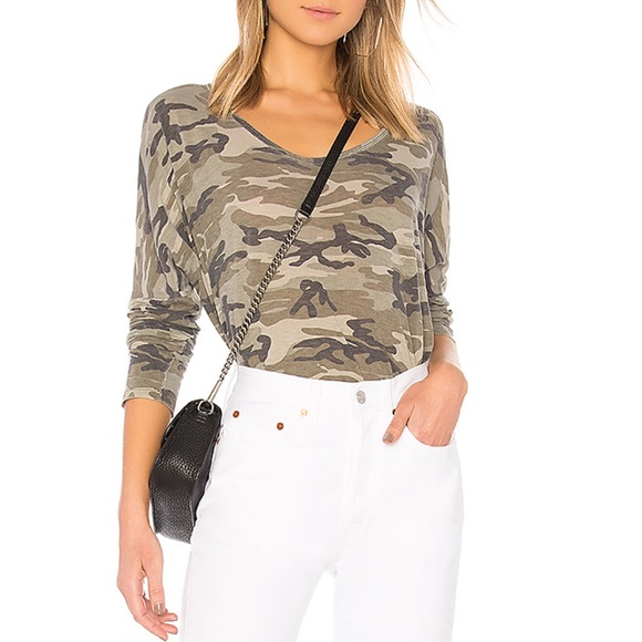 SUNDRY Womens Camo Cozy Sweatshirt